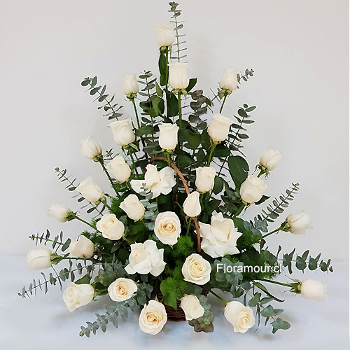 Arrimo de 30 rosas blancas