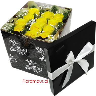 Caja cubo con rosas amarillas