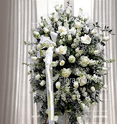 Pedestal de flores en atril